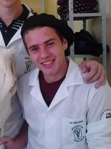 Ivan Munchenestudava medicina veterinária na Universidade Federal de Santa Maria
