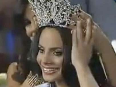 Pageant Designer Denies 2011 Miss Dominican Republic Paid For Crown & Title. Foto: Youtube