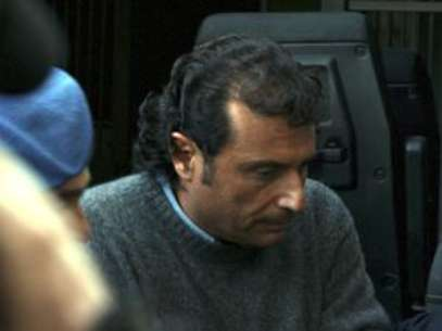 Francesco Schettino could face up to 12 years in jail for refusing to return to the ship. Foto: AP