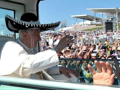 En su viaje al estado mexicano de Guanajuato, en marzo de 2012, Benedicto XVI realizó recorridos, emitió mensajes de esperanza, sostuvo reuniones privadas con líderes eclesiásticos y político; sin embargo, no habló de pederastia clerical. Foto: AP