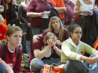 Virginia Tech students at a vigil for the victims of the 2007 attack. Foto: AP