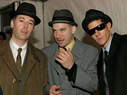 Los Beastie Boys (de izquierda a derecha): Adam &quot;MCA&quot; Yauch, Mike Diamond y Adam &quot;Ad-Rock&quot; Horovitz, en la gala de los MTV Europe Music Awards 2004. Foto: Getty