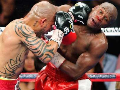 Cotto hizo ver mal a Mayweather en algunos pasajes de la pelea Foto: Getty Images
