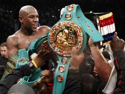 Floyd Mayweather mejor a 43 triunfos, con 26 nocauts y conquist el Cinturn Diamante del Consejo Mundial de Boxeo. Foto: AP