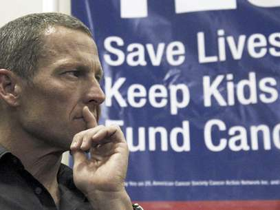 FILE - In this Friday, May 11, 2012 file photo, Cycling legend and cancer survivor Lance Armstrong attends a rally at a news conference at Children's Hospital in Los Angeles in favor of Proposition 29, a measure on the June 2012 California primary election ballot that would add a $1-per-pack tax on cigarettes. The money raised would go to cancer research projects, smoking-reduction programs and tobacco law enforcement. Fabled as a mecca for the health-conscious and fitness-obsessed, California is also one  Foto: Reed Saxon / AP