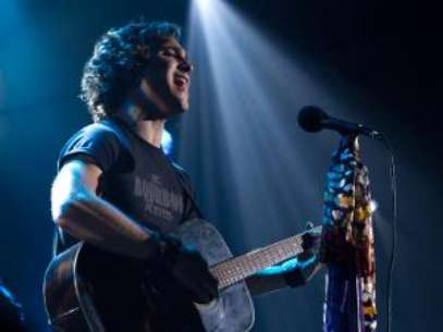 Win a 'Rock of Ages' Guitar Signed By Diego Boneta. Foto: Warner Bros.