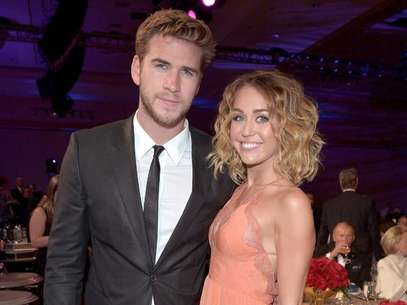 Miley Cyrus al lado de su novio Liam Hemsworth. Foto: Getty Images