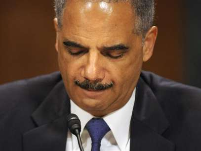 U.S. Attorney General Eric Holder listens to a question as he testifies before the Senate Judiciary Committee on Capitol Hill in Washington June 12, 2012. Foto: Jonathan Ernst / Reuters In English