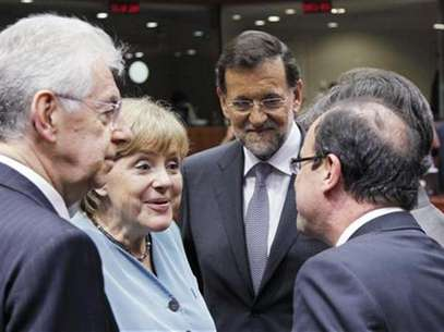 (L-R) Italy's Prime Minister Mario Monti, Germany's Chancellor Angela Merkel, Spain's Prime Minister Mariano Rajoy and France's President Francois Hollande attend an informal EU leaders summit in Brussels May 23, 2012. Foto: Francois Lenoir / Reuters In English