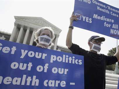A group of doctors protest against individual mandate in President Obama's health care reform in front of U.S. Supreme Court in Washington June 25, 2012. Foto: Yuri Gripas / Reuters In English