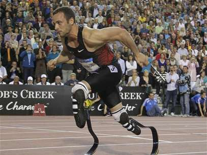 Oscar Pistorius of South Africa competes during the men's 400 metres event at the Memorial Van Damme, IAAF Diamond League athletics meeting in Brussels September 16, 2011. Foto: Francois Lenoir / Reuters In English