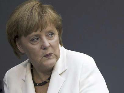 German Chancellor Angela Merkel looks on before delivering a government policy statement in the German lower house of parliament, the Bundestag, in Berlin, June 29, 2012. Foto: Thomas Peter / Reuters In English