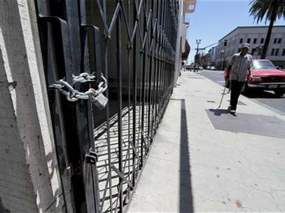 Shuttered and padlocked businesses line Main Street in Stockton, California June 27, 2012. Foto: Kevin Bartram / Reuters In English