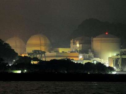 Kansai Electric Power Co's Ohi nuclear power plant No.3 unit (2nd L) is seen in Ohi, Fukui prefecture, in this photo taken by Kyodo July 1, 2012. Foto: Kyodo / Reuters In English