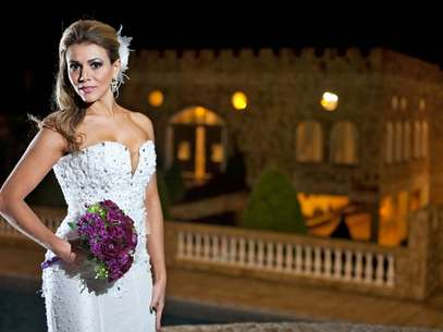 A vice-campeã do BBB12 usou vestido de noiva pela primeira vez e afirmou que a experiência a fez sentir vontade de subir ao altar Foto: Luana Safire/Henrique Melo Fotografia/Divulgação