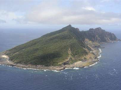 Uotsuri island, part of the disputed islands in the East China Sea, known as the Senkaku isles in Japan, Diaoyu islands in China, is seen in the East China Sea, in this file photo taken by Kyodo on June 19, 2011. Foto: Files / Reuters In English