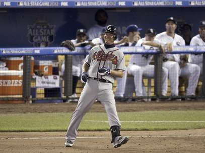 Chipper Jones, de los Bravos de Atlanta, sonre despus de batear un sencillo en el Juego de Estrellas, el martes 10 de julio de 2012, en Kansas City  Foto: Charlie Neibergall / AP