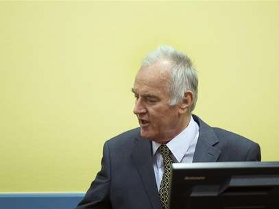 Former Bosnian Serb army commander Ratko Mladic attends his trial at the International Criminal Tribunal for the former Yugoslavia (ICTY) at The Hague May 16, 2012. Foto: Pool / Reuters In English