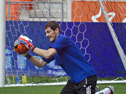 Spanish national team goalie Iker Casillas helps make a save in Houston. Foto: Getty Images