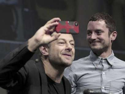 "Cast member Elijah Wood (R) watches co-star Andy Serkis at the beginning of a panel for the film ""The Hobbit: An Unexpected Journey"" during the Comic Con International convention in San Diego, California July 14, 2012. Foto: Mario Anzuoni / Reuters In English"
