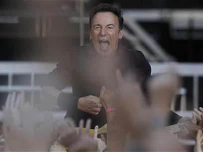 "U.S. singer Bruce Springsteen performs with the E. Street Band during their European tour to promote their latest album ""Wrecking Ball"" in Frankfurt May 25, 2012. Foto: Alex Domanski / Reuters In English"