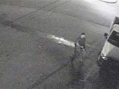 The Tuscaloosa Police Department released this still image from video of a suspect after a gunman opened fire in a bar wounding at least 16 people, four of them critically, in Tuscaloosa, Alabama, early on July 17, 2012. Foto: Handout / Reuters In English