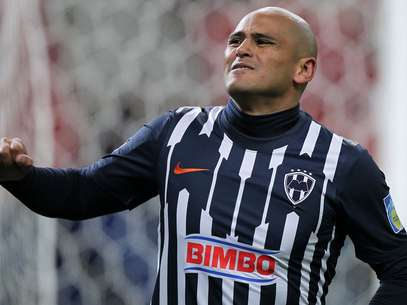 Humberto Suazo and Monterrey's vaunted offense don't scare America's Hugo Gonzalez. Foto: Getty Images