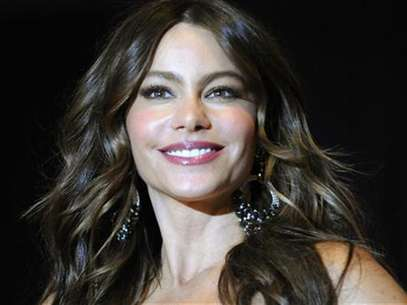 Actress Sofia Vergara poses on the red carpet at the annual White House Correspondents' Association Dinner at the Washington Hilton in Washington, April 28, 2012. Foto: Jonathan Ernst / Reuters In English