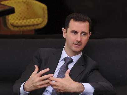 A handout photo distributed by Syrian News Agency (SANA) on July 3, 2012, shows Syria's President Bashar al-Assad during an interview with a Turkish newspaper in Damascus. Foto: Handout / Reuters In English