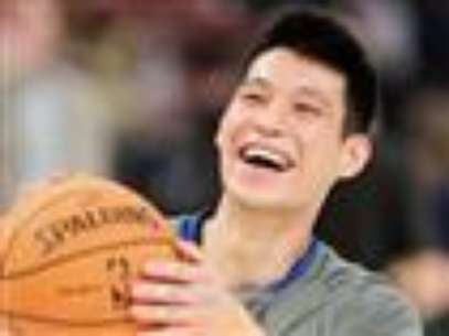 Jeremy Lin is leaving New York and taking Linsanity to Houston.  The New York Knicks confirmed Tuesday night that they will not match the Houston Rocket's three-year, $25 million offer for Lin, a restricted free-agent.  (July 17)               Foto: AP in English