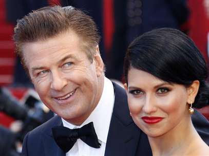 Alec Baldwin (L) and Hilaria Thomas (R) arrive on the red carpet for the screening of the film &quot;Moonrise Kingdom&quot;, by director Wes Anderson, in competition at the 65th Cannes Film Festival May 16, 2012. Foto: Vincent Kessler / Reuters In English