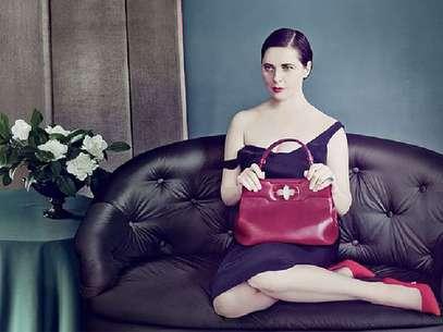 A atriz e modelo Isabella Rossellini divulga modelo de bolsa que leva seu nome Foto: Divulgação