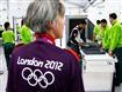 Despite a report that says public confidence in the London Olympics has suffered due to a contractor's failure to supply enough guards, a top police official says the overall security plan is not affected.  (July 18)                             Foto: AP in English