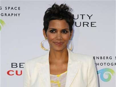 Actress Halle Berry poses at the opening of the photographic exhibition 'Beauty Culture' at the Annenberg Space for Photography in Los Angeles, California May 19, 2011. ' Foto: Fred Prouser / Reuters In English