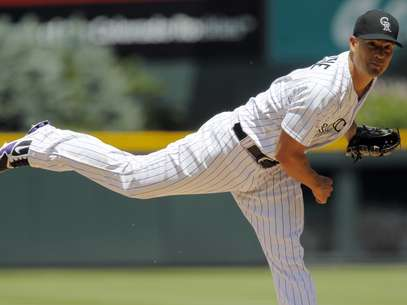 Colorado Rockies starting pitcher Jeremy Guthrie works against the Pittsburgh Pirates in the first inning of a baseball game in Denver on Wednesday, July 18, 2012. Foto: AP in English