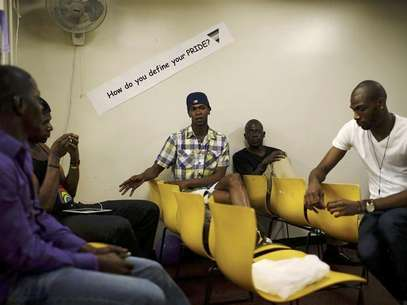 Members of the group Sexy with A Goal (SWAG) sit in a working session at the AIDS Service Center of New York City (ASC/NYC) June 27, 2012. Foto: Mike Segar / Reuters In English