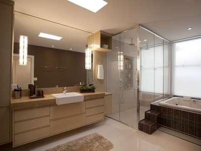 Quando usadas em conjunto ao restante da decoração, as pias ajudam a deixar o banheiro mais elegante  Foto: Denise Monteiro/Divulgação