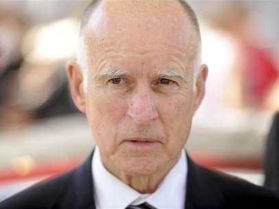 California Governor Jerry Brown attends a celebration at Tesla's factory in Fremont, California, June 22, 2012, as the car company began delivering its Model S electric sedan. Foto: Noah Berger / Reuters In English