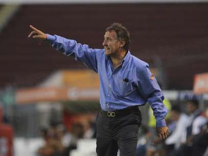 Daniel Bartolotta head coach (C) of Puebla in action during a match between Estudiantes v Puebla as part of Torneo Clausura 2012 at 3 de Marzo Stadium on April 13, 2012 in Zapopan, Mexico. Foto: Getty Images