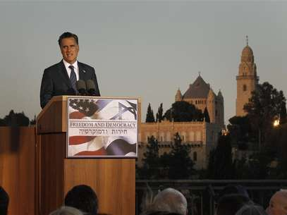 U.S. Republican Presidential candidate Mitt Romney delivers foreign policy remarks at Mishkenot Sha'anamim in Jerusalem, July 29, 2012. Foto: Jason Reed / Reuters In English