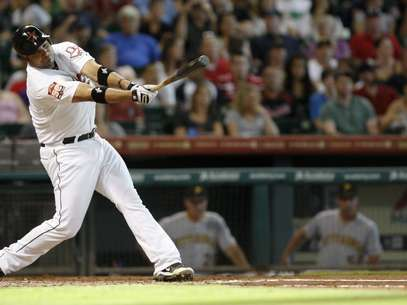 Houston Astro Carlos Corporan (22) hits an RBI single in the second inning of a baseball game against the Pittsburgh Pirates Saturday July 28, 2012 in Houston. Foto: AP