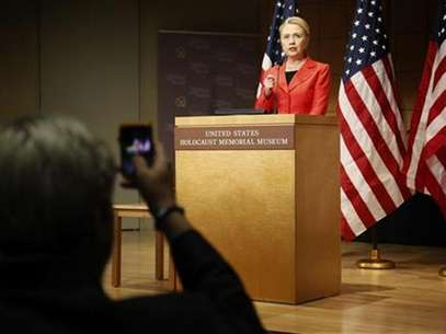 U.S. Secretary of State Hillary Clinton delivers the keynote address at a symposium on ending genocide, at the U.S. Holocaust Memorial Museum in Washington, July 24, 2012. Foto: Jonathan Ernst / Reuters In English