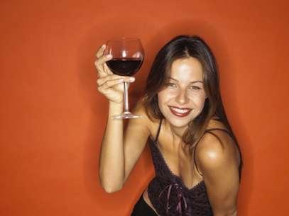 Um estudo constatou que o consumo moderado de álcool diminuiu 30% o risco de diabetes em mulheres Foto: Getty Images