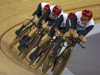 Britain's Ed Clancy, Geraint Thomas, Steven Burke and Peter Kennaugh compete in the track cycling men's team pursuit first round heats at the Velodrome during the London 2012 Olympic Games August 3, 2012. Foto: Paul Hanna / Reuters In English