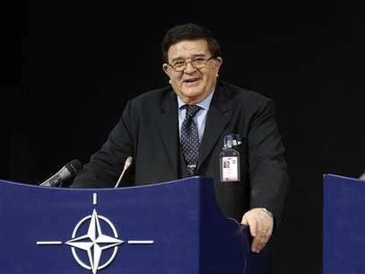 Afghan Defence Minister Abdul Rahim Wardak holds a news conference after a meeting of NATO Foreign Ministers with non-ISAF contributing nations in Brussels April 19, 2012. Foto: Sebastien Pirlet / Reuters In English