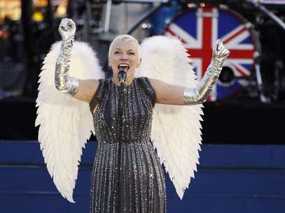 Singer Annie Lennox performs during the Diamond Jubilee concert in front of Buckingham Palace in London June 4, 2012. Foto: David Moir / Reuters In English