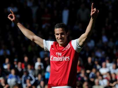 Arsenal captain Robin van Persie celebrates after the Barclays Premier League match between West Bromwich Albion and Arsenal at The Hawthorns on May 13, 2012 in West Bromwich, England. Foto: Getty Images