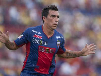 Esteban Paredes celebrates after scoring for Atlante in the Apertura 2012 match against Jaguares.  Foto: Mexsport