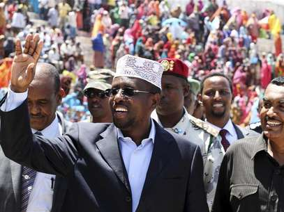 Somali President Sheikh Sharif Sheikh Ahmed arrives to mark the first year anniversary since the ouster of militant Al Shabaab fighters from the capital Mogadishu August 6, 2012. Foto: Omar Faruk / Reuters In English