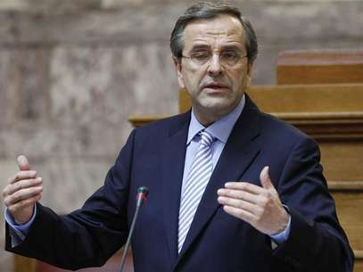 Greek Prime Minister Antonis Samaras addresses a parliamentary group of his party in Athens July 24, 2012. Foto: John Kolesidis / Reuters In English